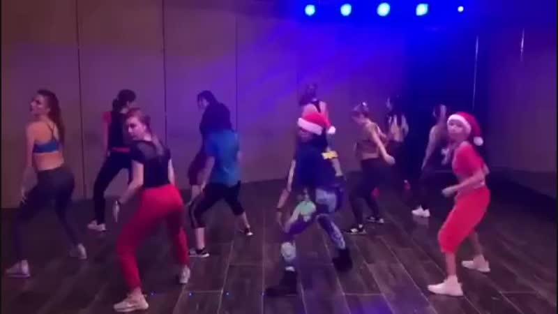 Choreography by @danadaniela07 😘🎅🙊🙈😍