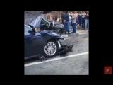 Автомобиль BMW X5 врезался в остановку с людьми в Новой Москве. Сообщается о трёх пострадавших.