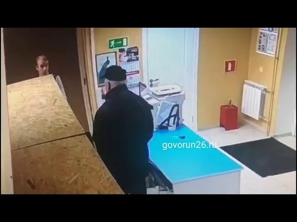 В Пятигорске парень со стулом отбился от вооружённого грабителя