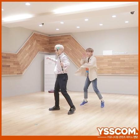 """연닷 (YSSCOM) on Instagram: """"표정천재 얼굴천재 됴디규니🐻와 팔랑팔랑 날아다니는 나비켄"""