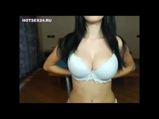 В общаге оставшись одна студентка с красивой грудью мастурбирует на вебку для своего парня {секс сиськи домашнее не порно }