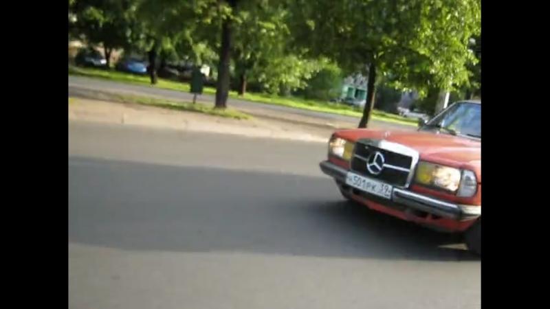 Merc W123 230E 136л.с vs. BMW E30 323i 150л.с