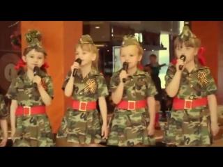 Девчонки поют песню - У СОЛДАТА ВЫХОДНОЙ