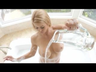 Making a Splash (Alexis Fawx)