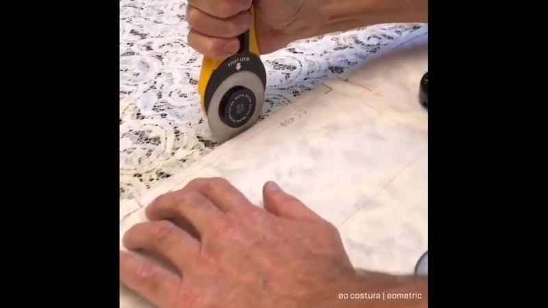 Кроить легко когда есть спец инвентарь 😉 😁 ⠀ А мы напоминаем что открыт набор в группы по шитью на блоки Юбка и Блуза ❤️ ⠀
