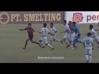 Футболисты из Индонезии избили судью