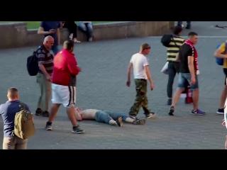 В центре Киева местные алкаши устроили файтинг