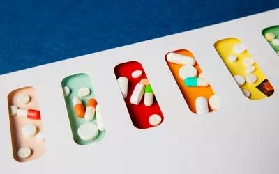 Непатентованные лекарства экономят потребителям от 8 до 10 миллиардов долларов в год в розничных аптеках.