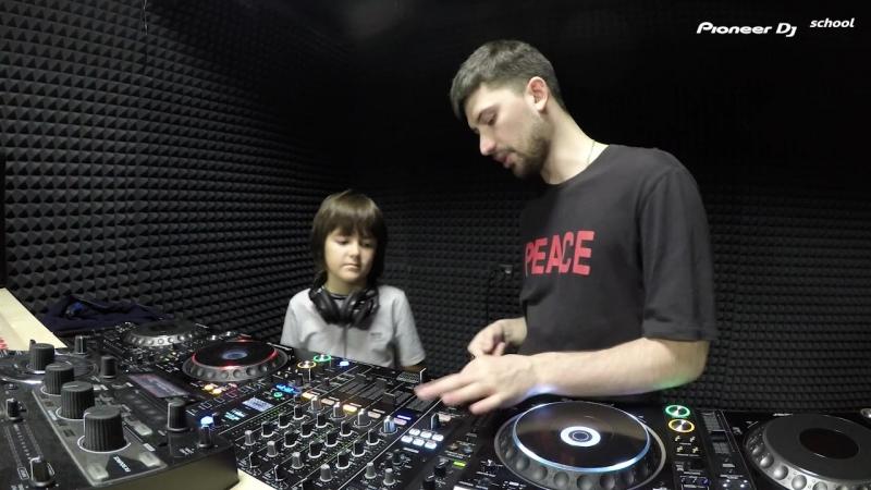 Занятие KIDS курса DJ Школы Pioneer DJ School Saint Petersburg