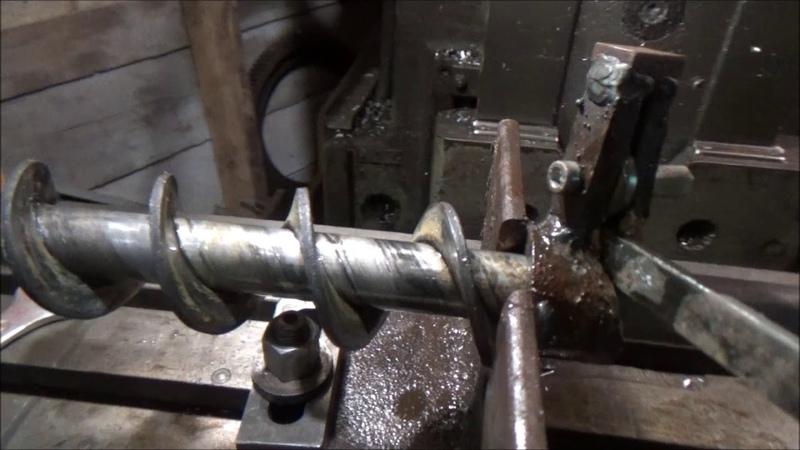 Устройство для навивки шнеков и пружин Device for winding auger