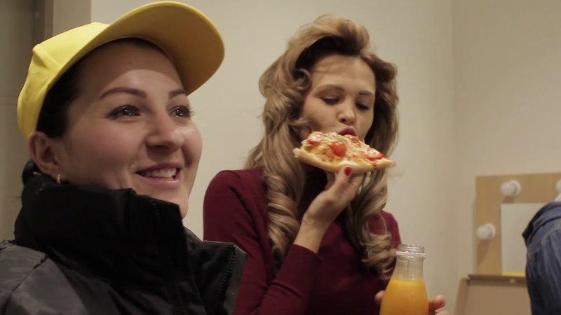 Актёры сериалов «Универ» и «Кухня» пробуют пиццу и суши «Pomodoro ROYAL™»