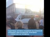 Алексей Панин бежит по проспекту Кирова в Саратове