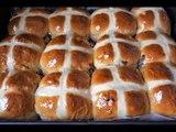Булочки пасхальные. Английские горячие крестовые булочкиhot cross buns
