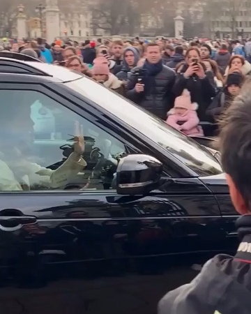 """Prince George Alexander Louis on Instagram: """"The Duchess of Cambridge was spotted arriving at Buckingham Palace today! 💗💗 - Video credit: @melissag..."""