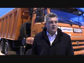 Анатолий Повелий на Камазе проинспектировал открывшуюся после реконструкции Финляндскую улицу и поздравил жителей с НГ