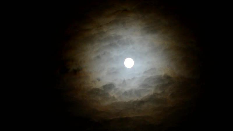 Луна и облака 21.11.2018