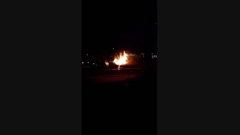 Загорелись автомобили после ДТП на 70-летии (16.02.2019)