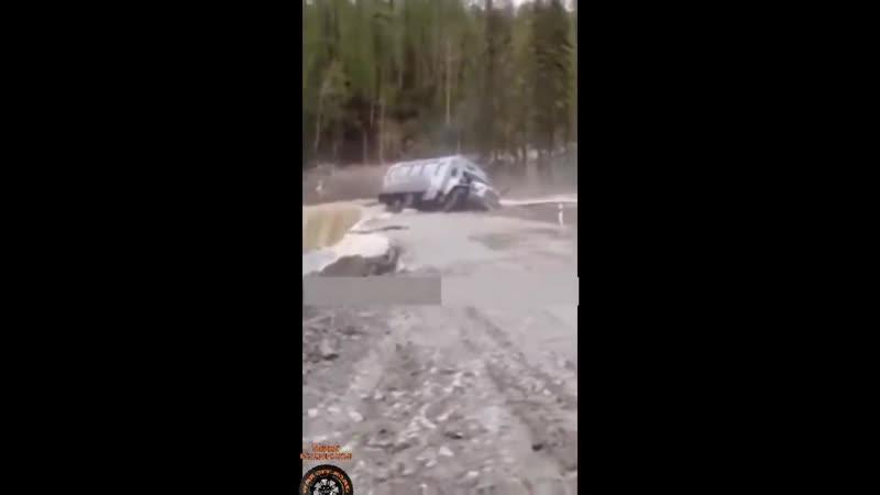 Мастерство и безбашенность водителей тяжелой техники на севере России 6 great r