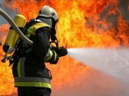 LrNlXmLKbTU - Легковушка сгорела ночью в Белово 18 сентября в Белове загорелось