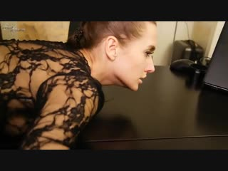 Ебет брюнетку на офисном столе [порно, milf, секс, povd, brazzers, home, инцест, домашнее, sex, миньет, new porn, big tits, ass]