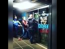 Посетителям нижегородского ТЦ пришлось ломать двери во время эвакуации