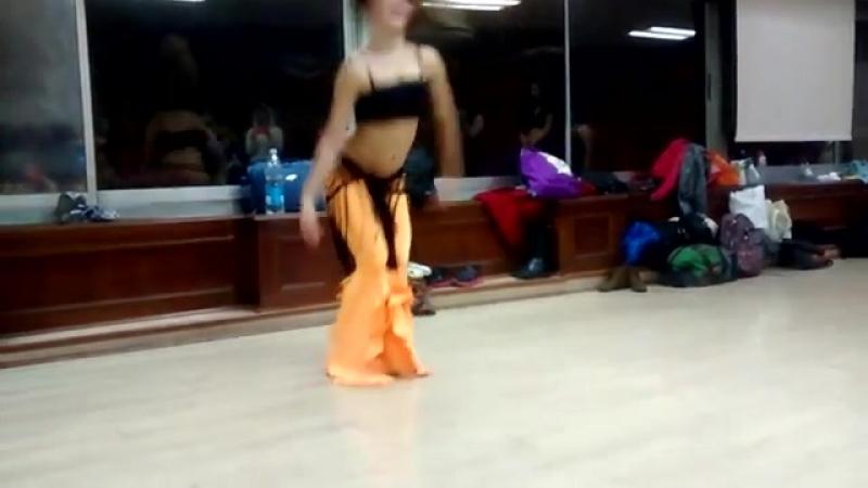 Juliana Aragon taller de Derbake en Chile 22681