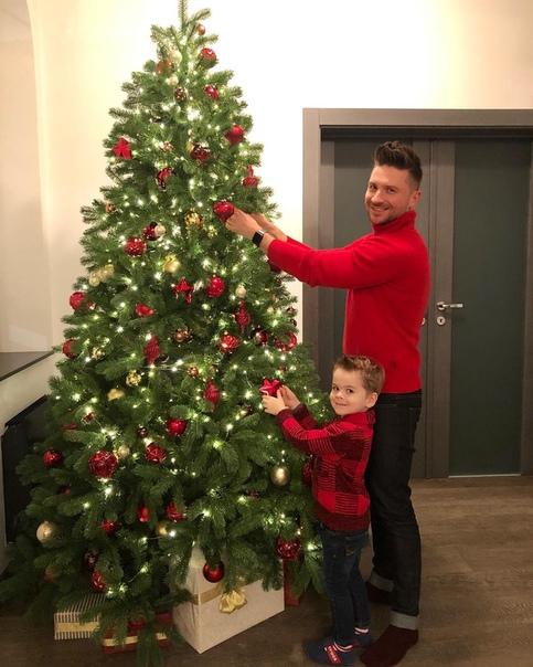 Сергей Лазарев нарядил с сыном елочку!