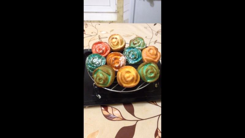 Розы цветные кексики