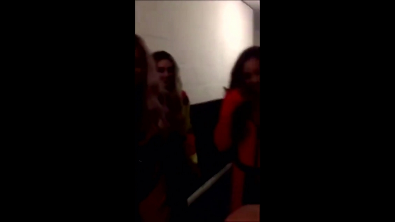 14.07.18 | Little Mix с поклонницей перед концертом в рамках (Хорвич, Великобритания)