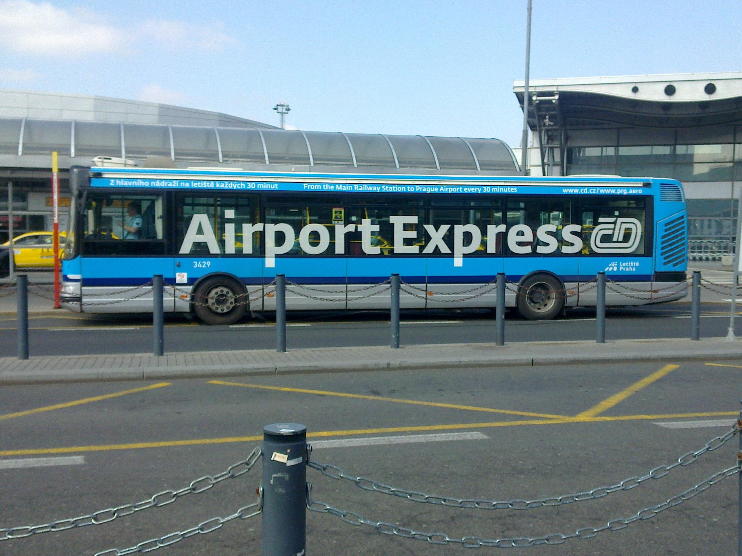 Автобус Airport Express в аэропорту Праги
