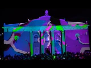 Фрацузский театр remue menage в центре на мира