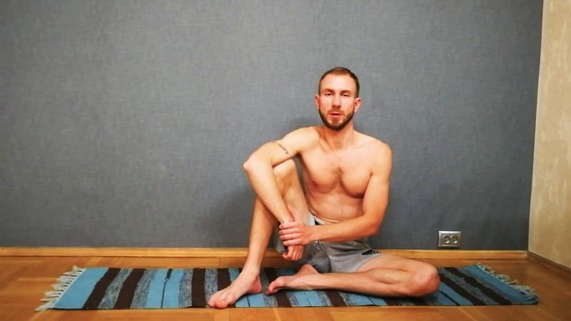Вытяжение спины из положения сидя Упражнение 3