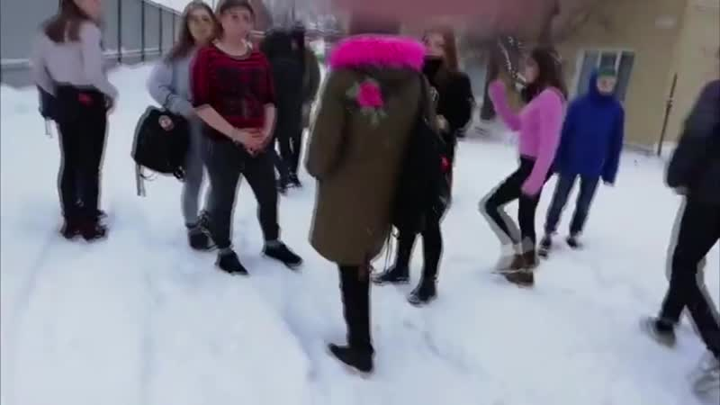 Девочку унижают избивая. (720p).mp4