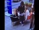 Девушки прихватили с собой кальян из кафе в Питере