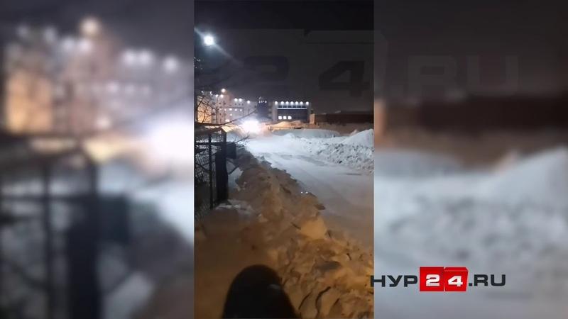 НУР REC Уборка снега в Новом Уренгое на улице Заозерная.