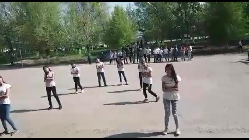 Пушкин мектебінің қыздары