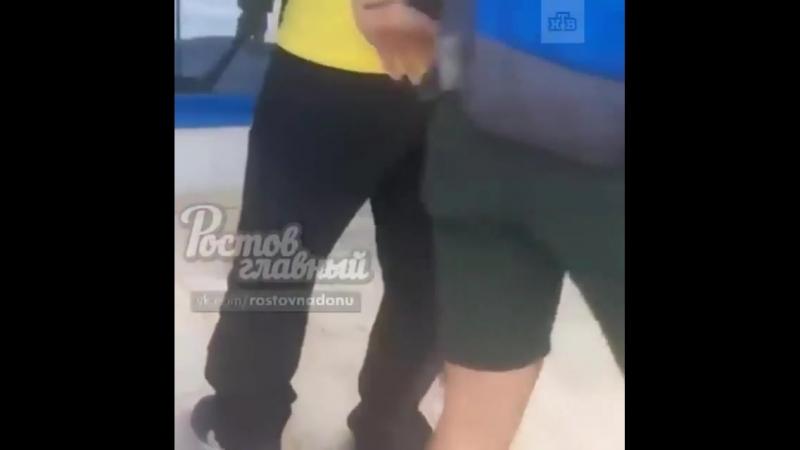 В гостях веди себя прилично Бразильские болельщики подмели за собой тротуар в Ростове на Дону Случайно рассыпали чай попросил