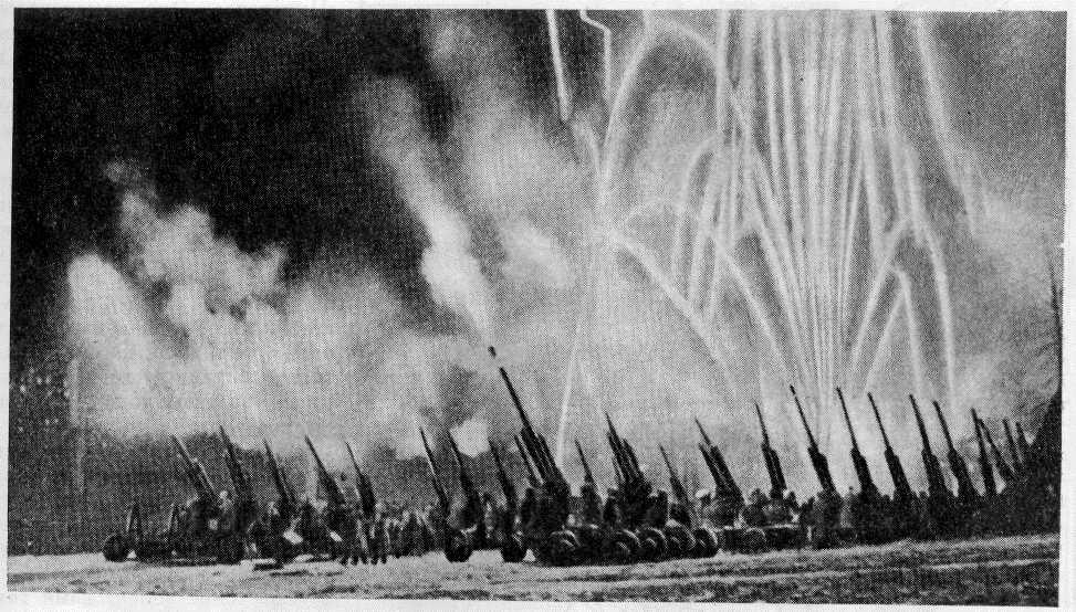 5 августа 1943 года был произведен первый в Великой Отечественной войне победный салют в честь войск Западного, Центрального, Воронежского, Брянского и Степного фронтов освободивших в ходе Курской битвы города Орел и Белгород.