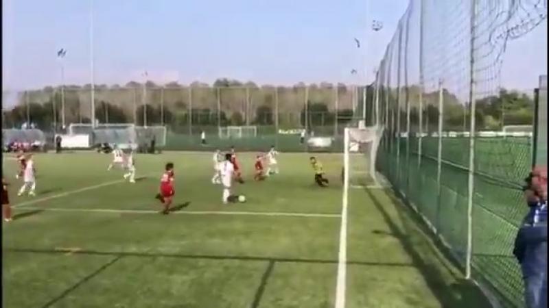 Сын Роналду Ronaldo творит чудеса на поле забил красивый гол Футбол матч онлайн видео красивый супер гол мяч пенальти прикол