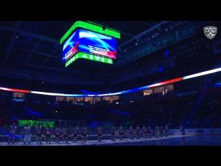 Болельщики поют гимн России