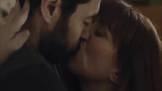 older woman kissing younger man (L'amour ne pardonne pas 2015) Age Difference : 25 years