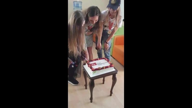Стефания Соколова -Разрезание торта (золотая медаль)