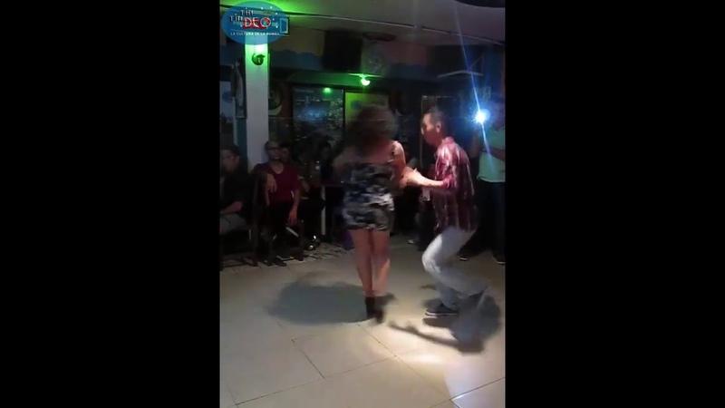 MANDY Y JAIME GOZANDO PACHANGA BRAVA EN TIN TIN DEO