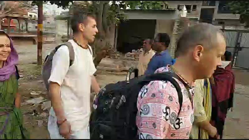 Вриндаван. Харинама с Ананда Боло Хари после омовения в Ямуне.