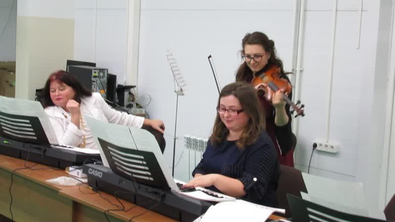 Курсы подготовки преподавателей по классу клавишных синтезаторов Secrtn garden исполняют Горбунова Ксения и Чернова Лилия