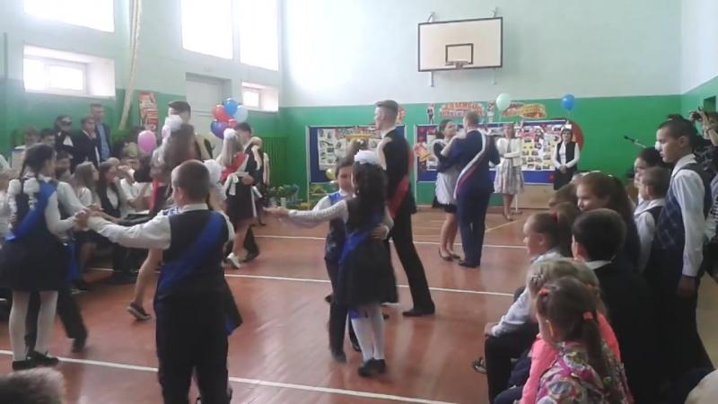 танец выпускников (11 класс,9 класс,4 класс)