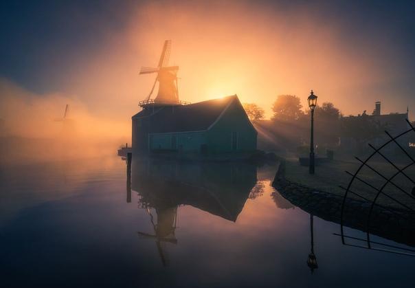 Нидерландский фотограф Альберт Дрос завоевал множество наград, его работы публикуют на крупных сайтах и в журналах, в том числе Time, National Geographic, Daily Mail UK и Huffington Post. Раньше