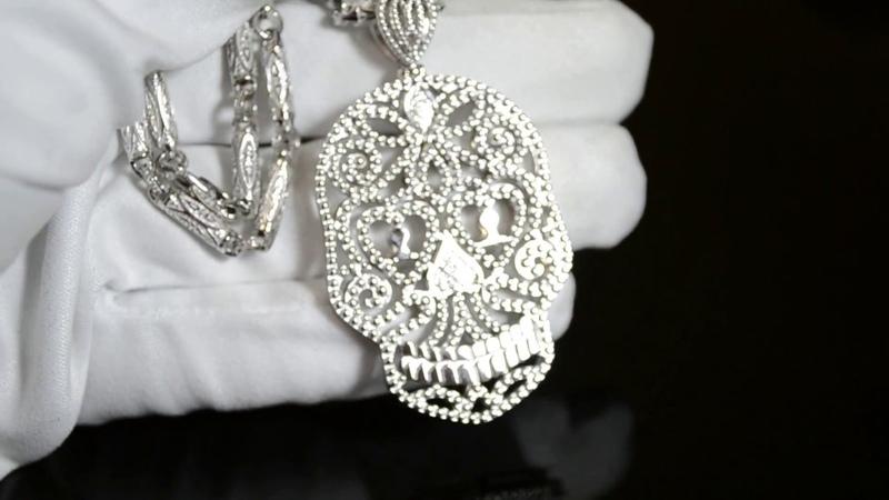 Эксклюзивная подвеска из белого золота в виде черепа с бриллиантами на цепочке плетения Этнос