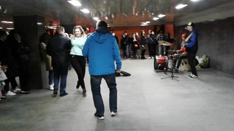 Весна! Апрель! Пятница! 13 Москва... подземный переход под Арбатской площадью... около 23.00...