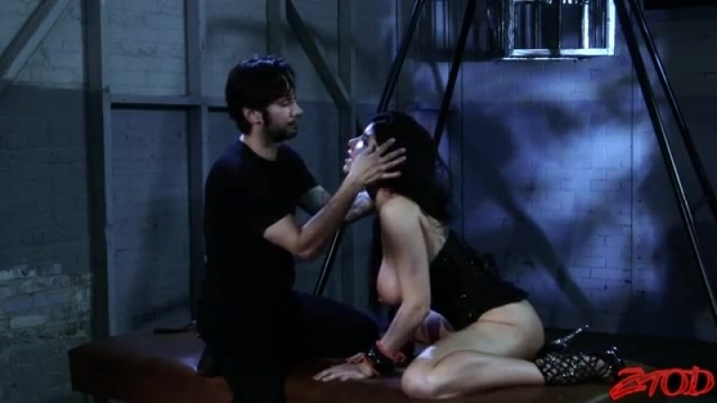 Горячий секс в стиле БДСМ с шикарной Роми Рейн